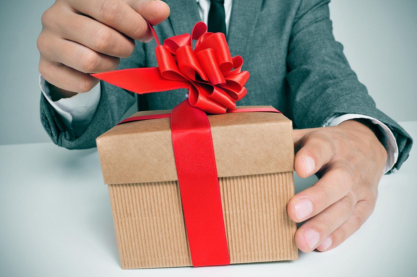 Приятными и практичными подарками 56